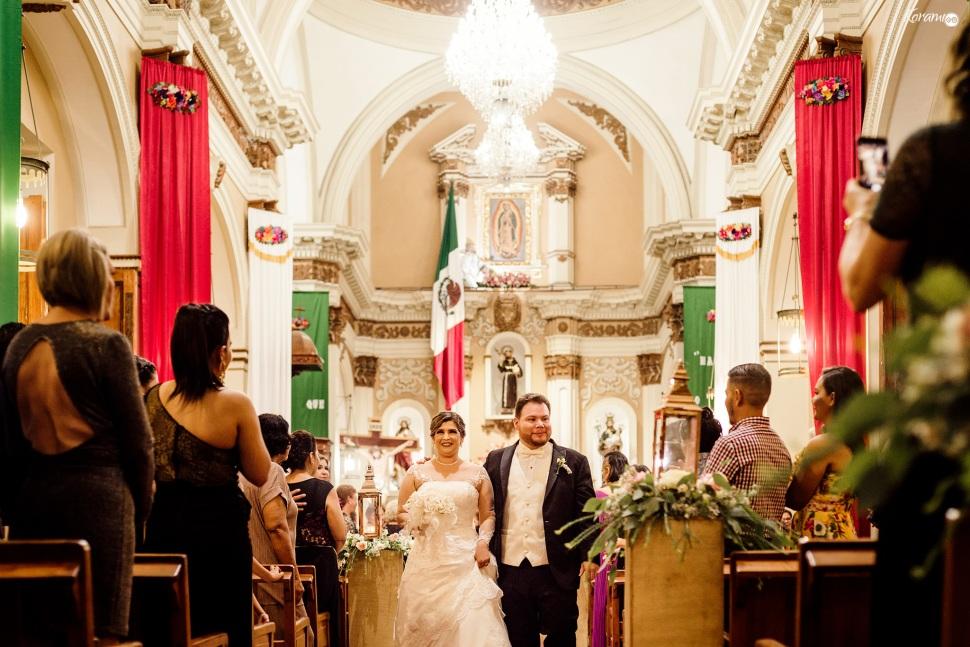 Jardín de eventos XANAH-Salon_para_Bodas_Colima_Fotografo_Bodas_Organizacion_Banquete-Flores--028